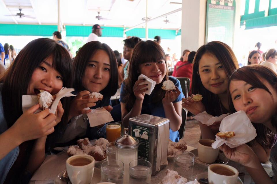 IEP students enjoying beignets at Café du Monde in New Orleans!